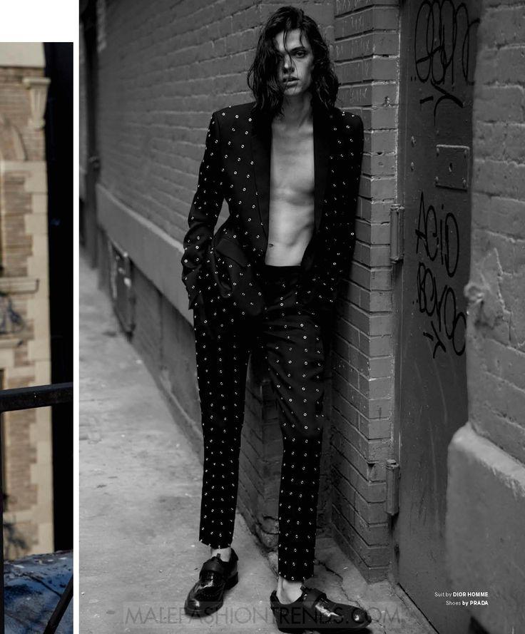Sofisticados looks fáciles de llevar forman parte del estilismo de Erin Mommsen como parte del número Diciembre/Enero 2017 de Essential Homme