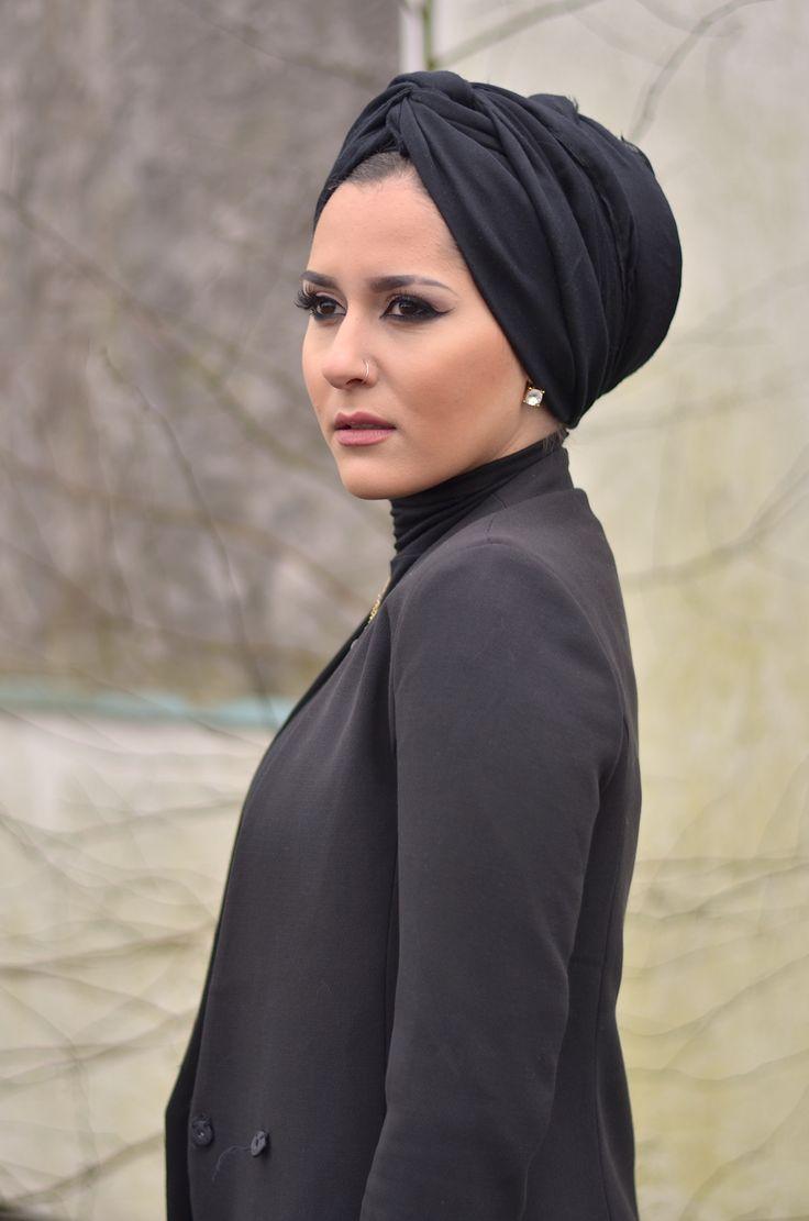 This headwrap/turban is a win on Dina Tokio!!