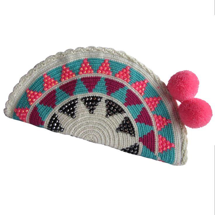 Timida Abanico Wayuu Clutch. Handmade and Fair Trade Wayuu Clutches – LOMBIA & CO. | www.LombiaAndCo.com
