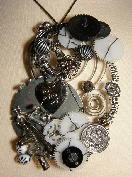 Some kinda steampunk-necklace