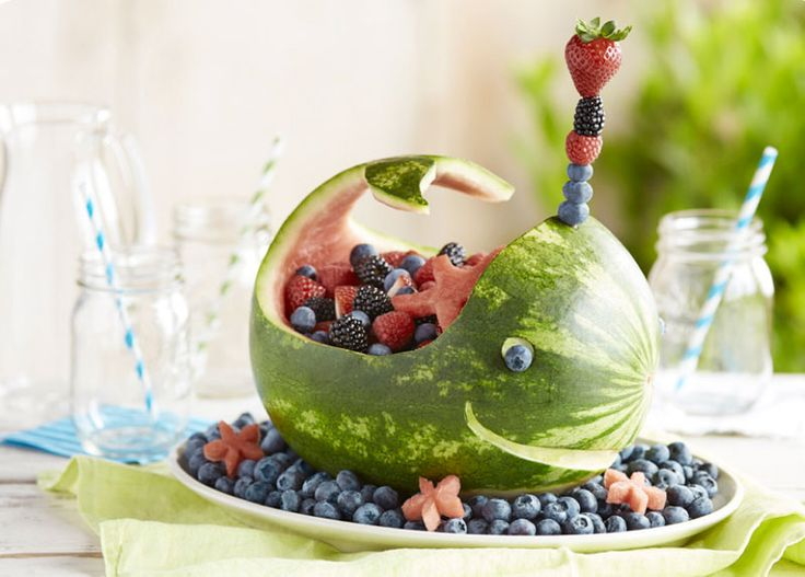 Berry Whale Centerpiece from Driscoll's and other tips to amp up your fruit salad