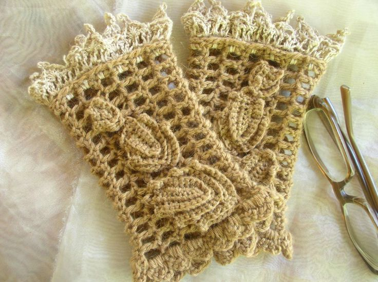 A pair of wrist warmers crocheted with baby camel and silk-camel yarn. Free Pattern.