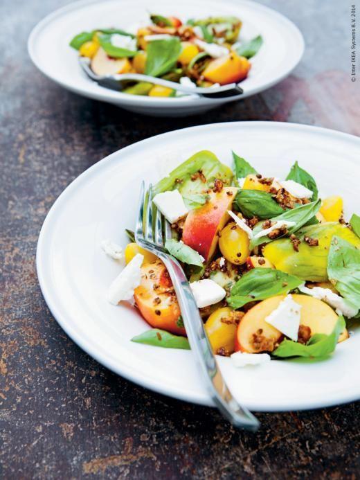 Nektarin- och tomatsallad med taklia  - ur boken MIN MAT - naturligtvis!