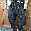 MLLE FANFAN: Pantalon sarouel en drap de laine à carreaux EWA IWALLA, veste courte EWA IWALLA, Foulard