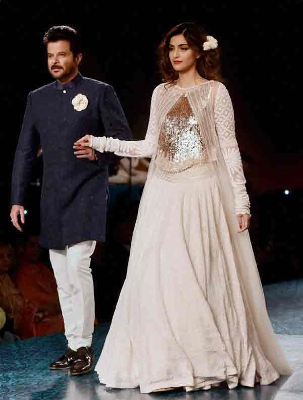 #AnilKapoor with his #daughterSonam Kapoor