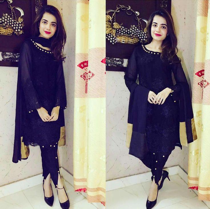 The Stunning Komal Iqbal Khan Spotted in our Black in the Days Dress. #Beautiful #Lovely #KompalIqbalKhan #SumbuliqbalKhan #Sister #SobiyaKay #PakistaniFashion #PakistaniCelebrities ✨