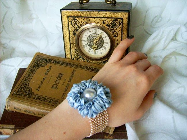 Vintage bracelet http://dianabeautymix.blogspot.ro/2014/01/marie-antoinette.html