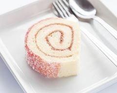 Gâteau roulé à la fraise tagada. (http://www.cuisineaz.com/recettes/gateau-roule-a-la-fraise-tagada-85016.aspx)
