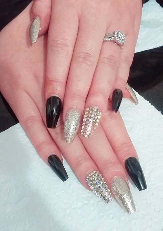 Cutest Black And Gold Nail Arts For Women To Sport In 2020 Gold