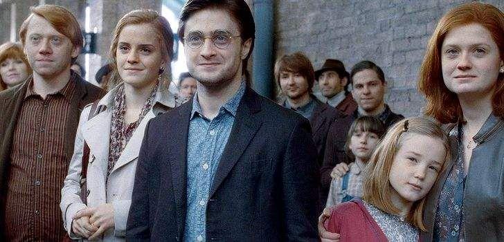 Se você é um aficionado por Harry Potter, vai gostar de saber que a escritora JK Rowling publicou um texto explicando a linhagem dos ancestrais do famoso bruxo. O texto também revela como a família Potter conseguiu a capa da invisibilidade, que vários anos depois passaria para as mãos de Harry em sua primeira aventura …