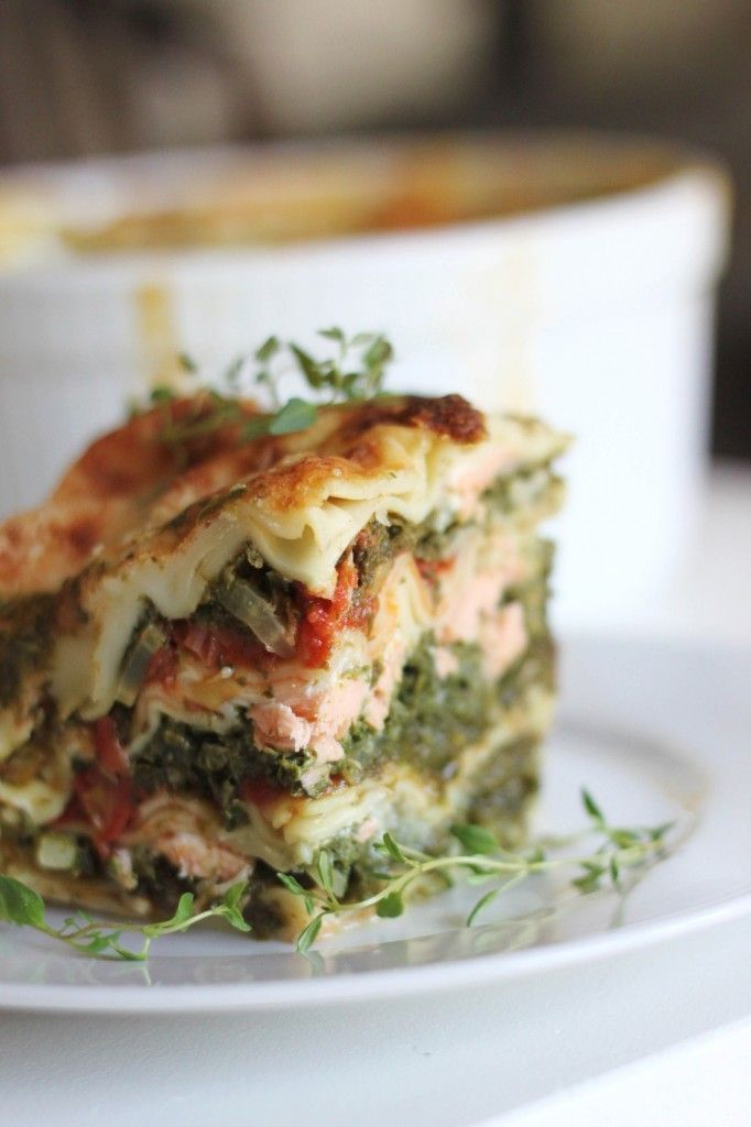 Spinach lasagna with salmon, fennel and tomato - healthy dinner recipe