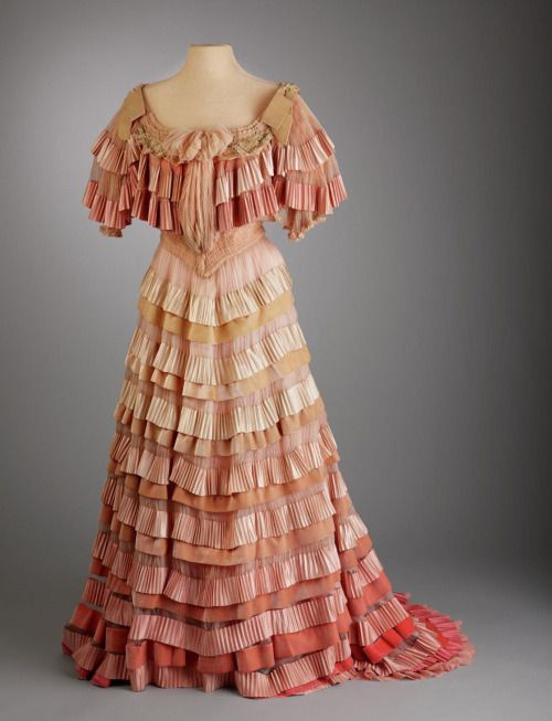 Afternoon or evening dress, 1903-04From the Hillwood Museum