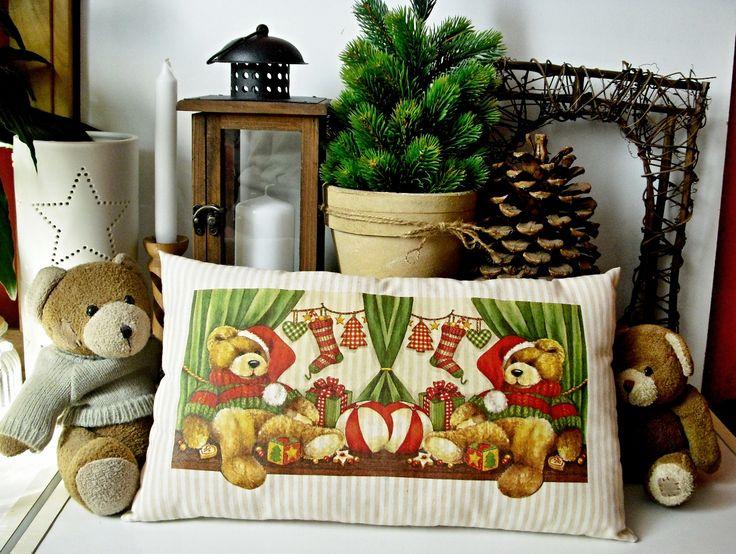Polštářek+s+výplní+40+x+25+Malý+bavlněný+dekorační+polštářek+(vč.+výplně)+s+vánoční+tématikou.+Pouze+dva+kusy!+Rozměr:+40+x+25(cm)+Zboží+je+označené+originální+visačkou+(viz+profil).+Cena+za+jeden+povlak+Pro+delší+životnost+výrobku+doporučuji+prát+ručně+nebo+na+jemné+praní+v+automatické+pračce+max.+na+40°C+Ostatní+dekorace+je+neprodejná+a+není+zahrnuta...