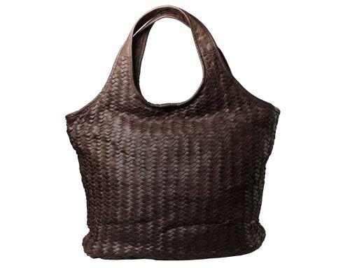 Borsa da giorno oversize con manico a spalla. Pelle intrecciata a mano.  #resinastyle #bag #bags #daybag #fashion #borse #model #luxurybag #fashionable #handbag #fashionaddict #leather #handmade #fairtrade rèsina_style