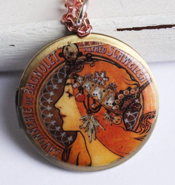 Guarda questo articolo nel mio negozio Etsy https://www.etsy.com/listing/263547607/brass-photo-locket-necklace-vintage