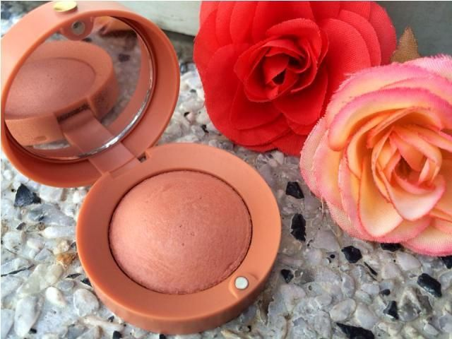 bourjois, blush pot 39, rose mandarine shade, worth, looks lovely on skin, lasts long, convenient packaging, in built mirror and little brush, affordable
