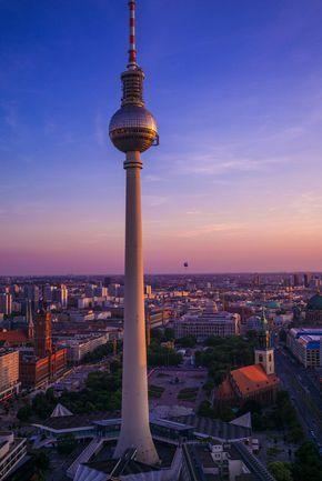 Dieser Ort ist Teil unseres Guides zu den schönsten Foto-Locations in Deutschland. Weitere tolle Orte in Berlin findest du hier: Foto-Locations Berlin. Das Park Inn Hotel ist das höchste Gebäude am Alexanderplatz. Mit einer Höhe von 125 Metern ist es das fünfthöchste Gebäude in Berlin. Als Fo
