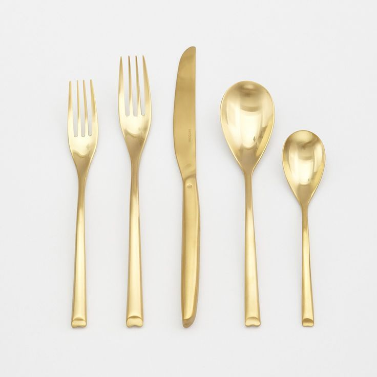 This opulent 5-piece flatware set from Sambonet gets its distinctive polished gold finish through an innovative plating process called physical vapor deposition (Pvd). The result is a place setting th