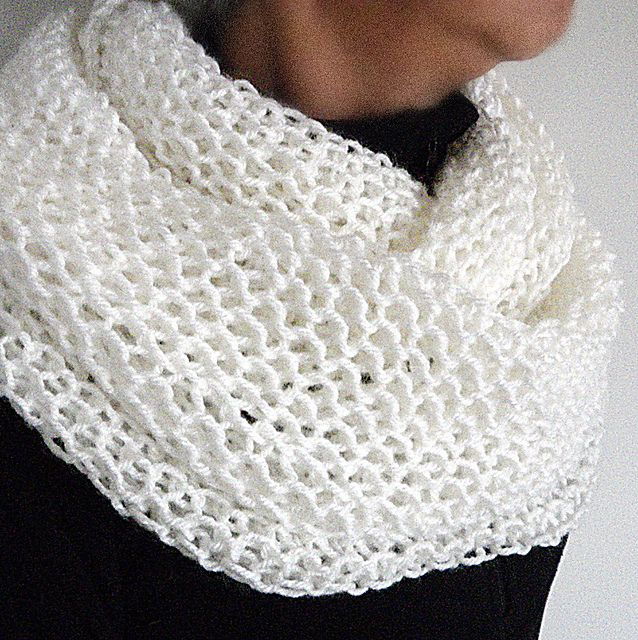 Ravelry: Fast and Easy Cowl,FREE #knitting pattern by Margaret Zellner