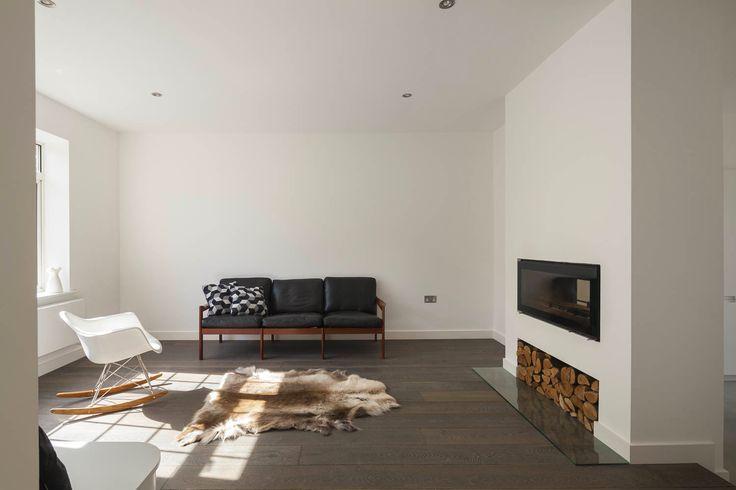 Архитектурная фирма Scenario Architecture представила проект реконструкции двухэтажного дома для молодой пары в Лондоне. Владельцы резиденции Annis Road обратились за помощью к дизайнерам, чтобы обновить пространство первого этажа и сделать его более функциональным. Архитекторы спроектировали удо...
