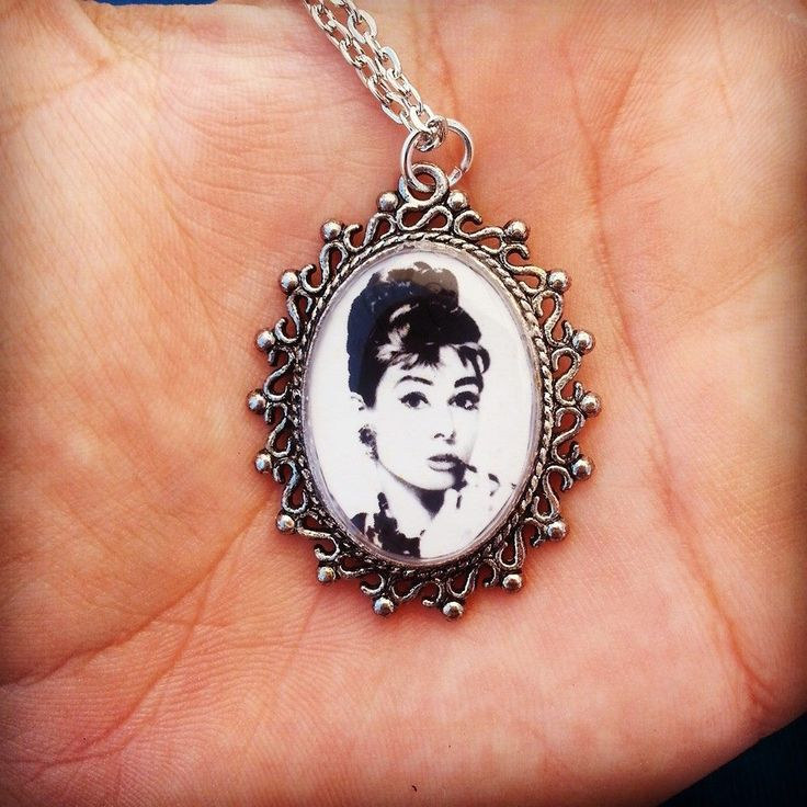 Collana con ciondolo in resina - Audrey Hepburn : Collane di bidibijoux