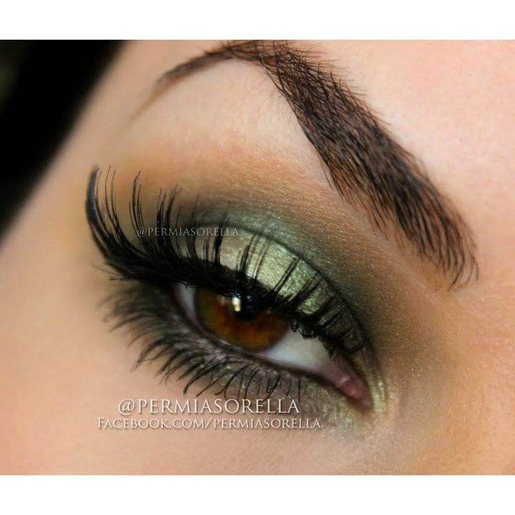 @Permiasorella flaunts her skills with her gifted @Tweezerman #BrushiQ via this fab smokeyeye