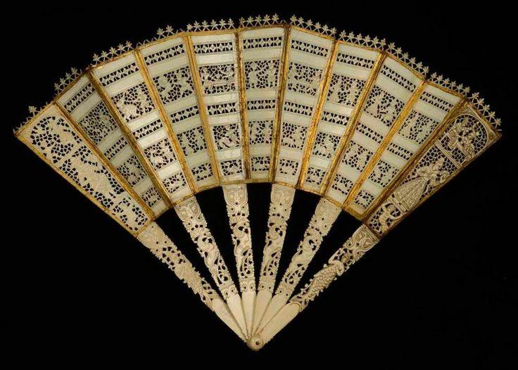 "Hand Fan ""brisé"", folding accordion - ivory & gilding, early XVII - Deburaux"