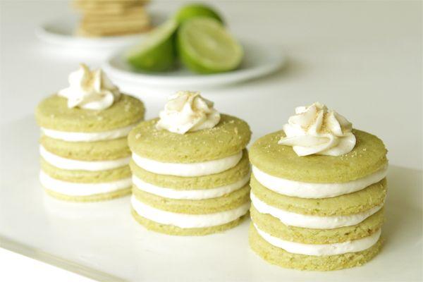 Mini Baker's Mini Key Lime Cakes With Cream Cheese Filling: Layered Cakes, Minis Cakes, Minis Keys, Food Dinners, Limes Minis, Cream Cheese, Limes Pies, Cookies Cakes, Keys Limes Cakes