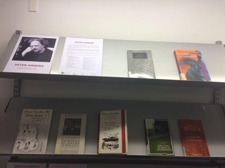 El escritor austriaco Peter Handke ha sido investido Doctor Honoris Causa por la Universidad de Alcalá de Henares. En este expositor de la 1ª planta podéis encontrar una selección de sus obras. (2 junio 2017)