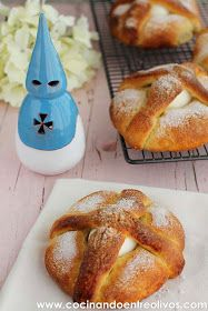 Hoy os traigo la receta de los Hornazos de Jaén u Hornazos de Semana Santa, se tratan de unos ochíos con un huevo cocido que se elabora...
