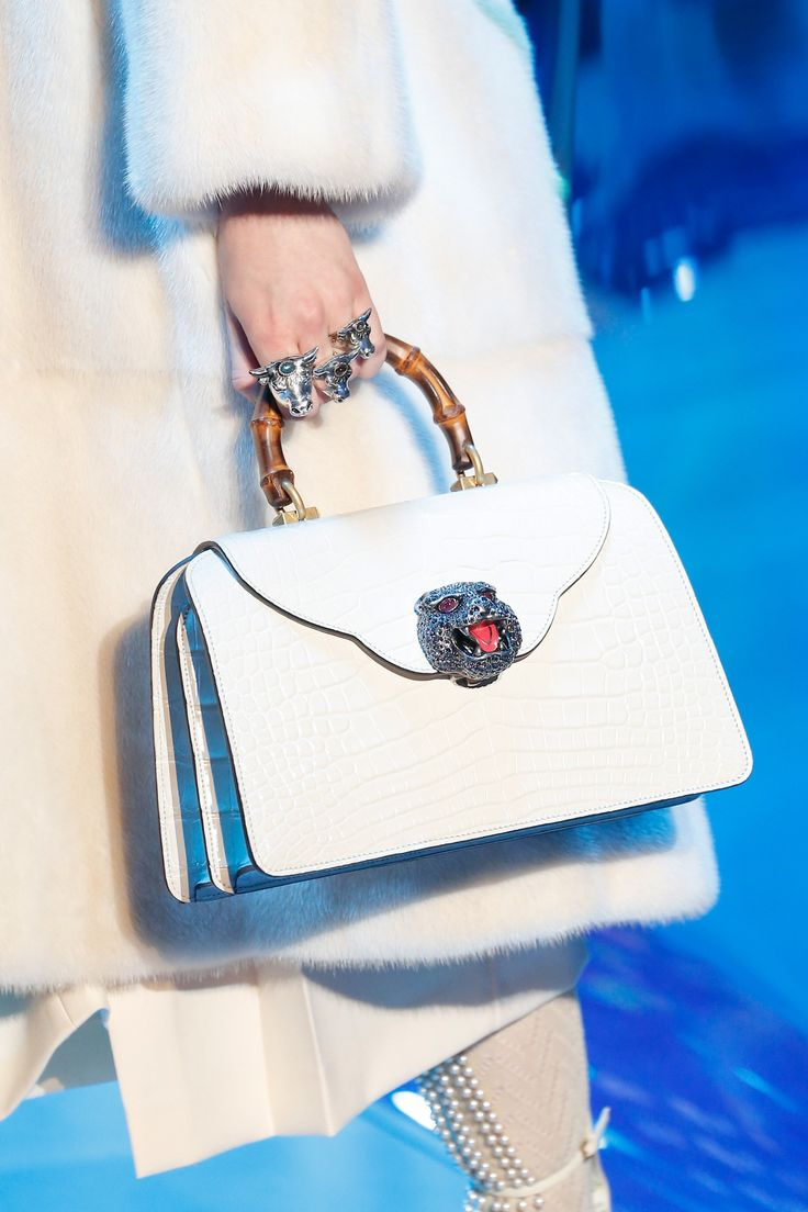White leather apron lecture - Gucci Fall 2017 Ready To Wear Accessories Photos Vogue