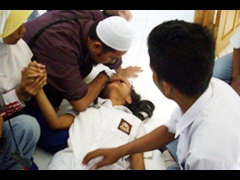 Ruqyah Syariyah, kerasukan jin islam, video kesurupan setan menakutkan yang sering dialami oleh orang yang memang lemah secara fisik. untuk itu pada kali ini...