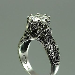 vintage wedding ring . something about vintage rings just mesmerize me.... so