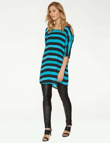 With 3/4 length sleeves, this longline top features a multi-coloured stripe print and a cut-out detail at the shoulders. A curved hem and exposed zip at the back adds further detail to this round neck top.
