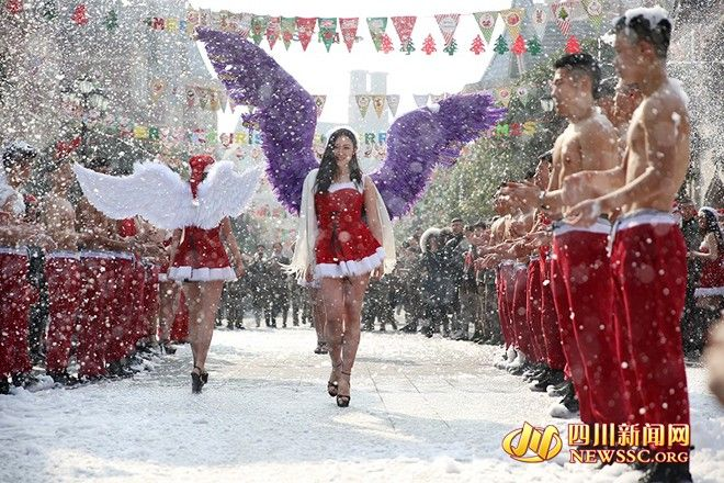 LOOK: Hot students at Sichuan college put on a Victorias Secret Christmas Show