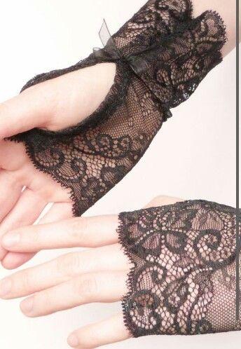 Diy lace fingerless gloves
