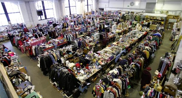 Kirppareilta löytyy vaikka minkälaista hyödyllistä tavaraa ja vaatetta halpaan hintaan.