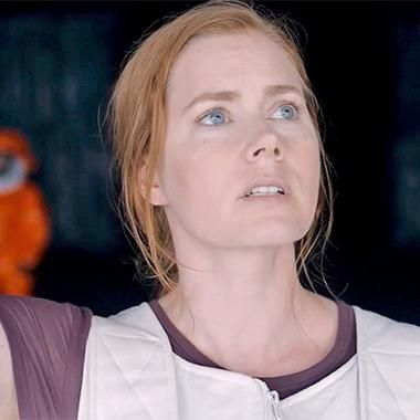 Amy Adams talks to aliens in the full-length 'Arrival' trailer
