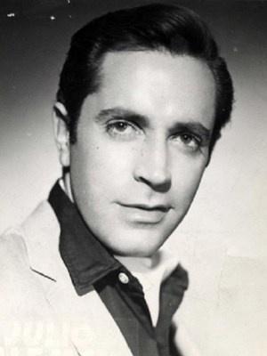 Julio Alemán (born Morelia, Michoacán, México, 1933) mexican actor. A real gentleman