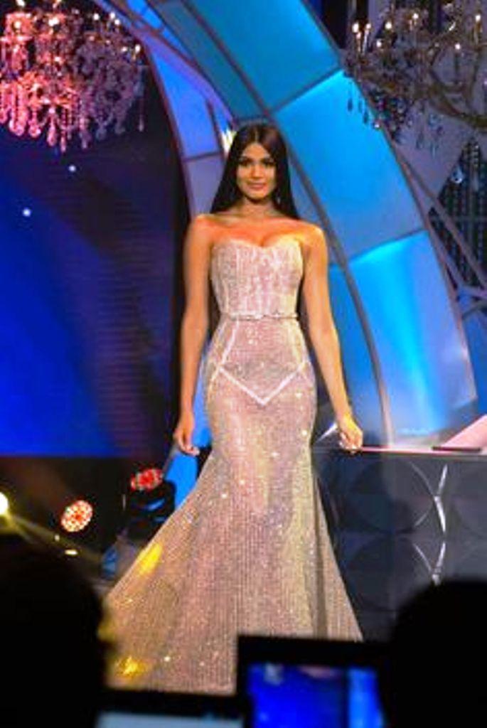 9285c71ab Sthefany Gutiérrez! Miss Delta Amacuro 2017. en su desfile en Traje ...