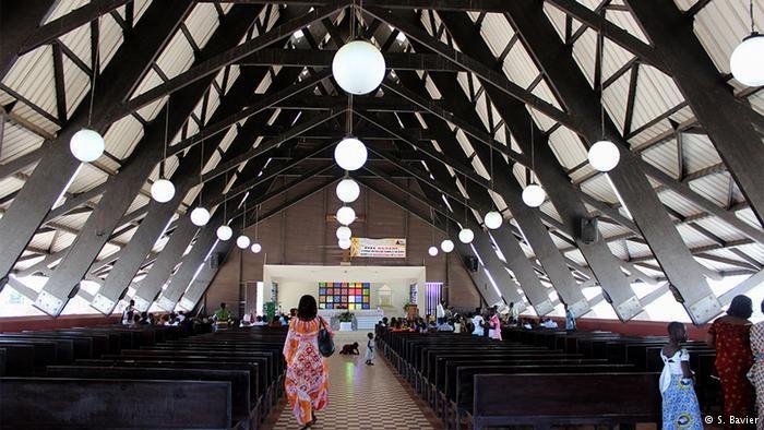 Katholische Kirche in Assinie in der Elfenbeinküste (S. Bavier)