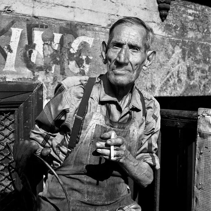 Vivian Maier tenía un don. Un talento innato, completamente autodidacta, que la llevó a hacer cientos de miles de fotografías callejeras a lo largo de su vida. Jamás los compartió con nadie.