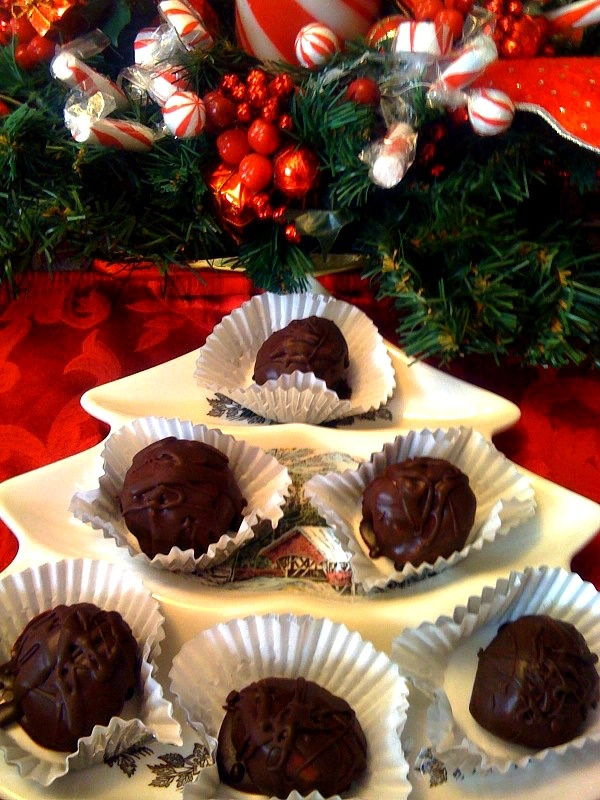 Sweet Tea and Cornbread: Evelyn's Kentucky Colonel Bourbon Balls!