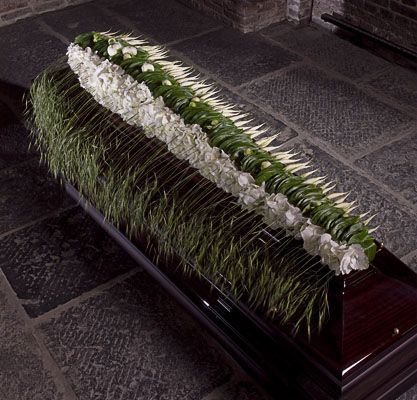 Beautiful casket flowers Moniek Vanden Berghe