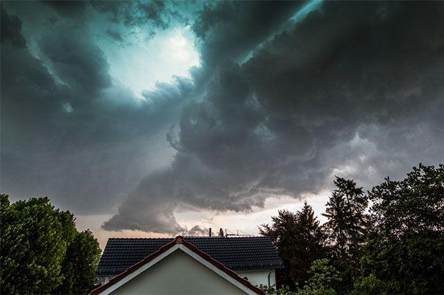 Fotostrecken - Wetter Bilder und Fotos - WetterOnline In Bielefeld zucken grelle Blitze durch die Wolken. Bild: Carsten Kopp