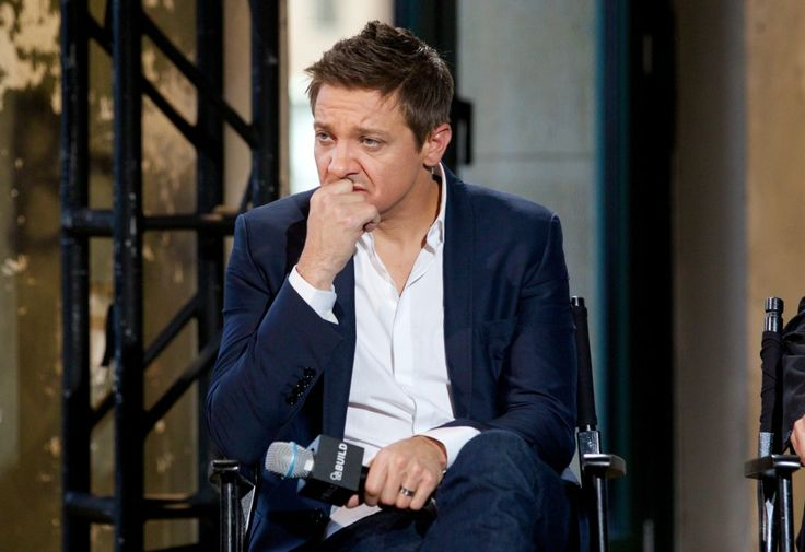 Jeremy Renner's model Wife Sonni Pacheco Files For Divorce #celebritynews