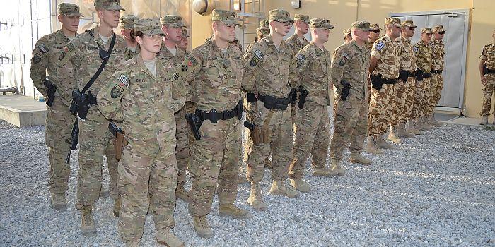 POLIŢIŞTII MILITARI ROMÂNI, MEDALIAŢI ÎN AFGANISTAN • În data de 9 august, la sediul Provost Marshal Office din Baza Militară Bagram, Afganistan, a avut loc transferul de autoritate dintre detaşamentele ROU IMP rotaţiile I şi II
