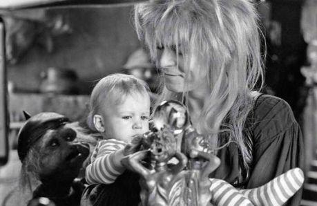 Шерил Хенсон, дочь режиссера Джима Хенсона: «Лабиринт» — фильм, который много значит для меня лично. Кроме того, эти воспоминания тесно связаны с воспоминаниями о Дэвиде Боуи. Никто…
