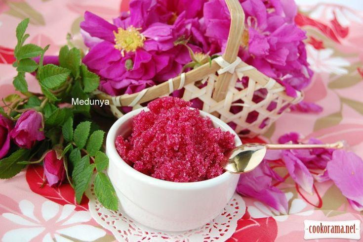 Варення з пелюсток троянд (варення з рожі), а також сухе горіхово-трояндове варення