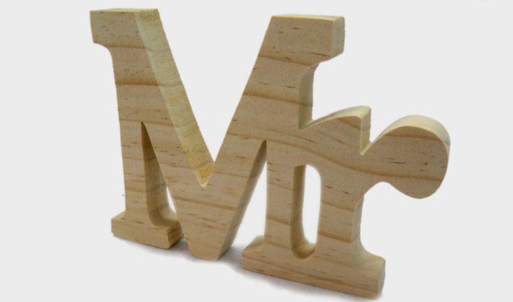 Ξύλινο διακοσμητικό MR φυσικό  ΔΙΑΣΤΑΣΕΙΣ: 9cm x 11cm x 1.8cm